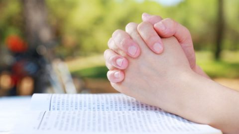 praying to God before reading the word of God