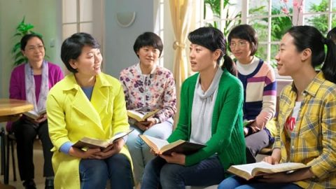 christians fellowshiping knowledge of God's words at meeting