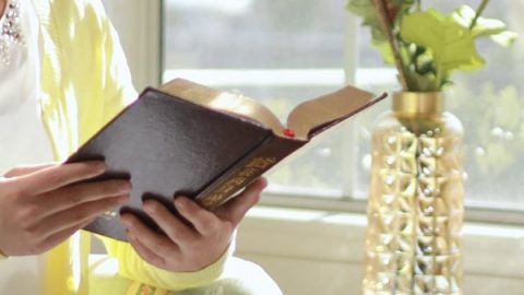 Christian reading about how to pray correctly